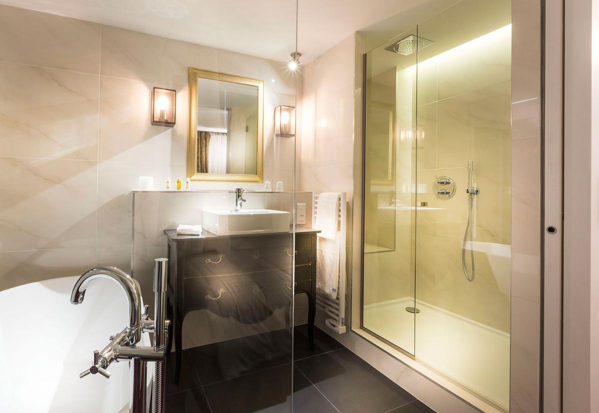 Salle de bain hotel luxe salle de bain hotel luxe with for Salle bain hotel