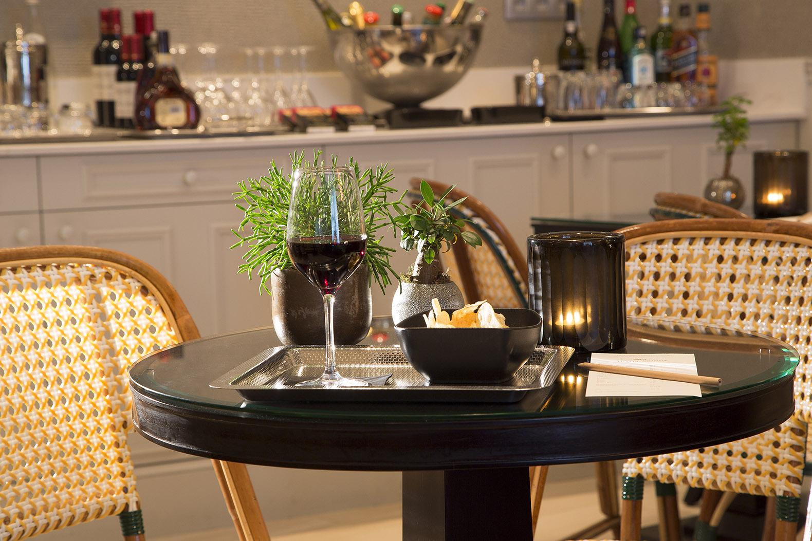 Table Hotel Monge