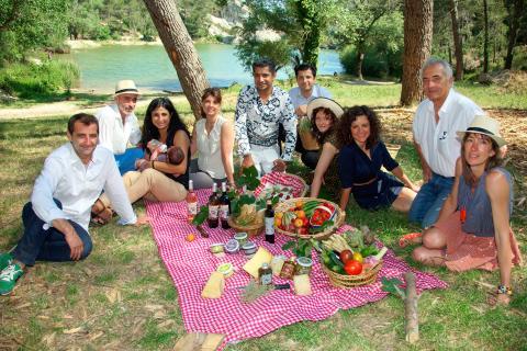Un joyeux pique-nique familial en compagnie des amis producteurs et hôteliers